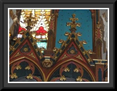 Restauratie ontbrekende stukken van het altaar